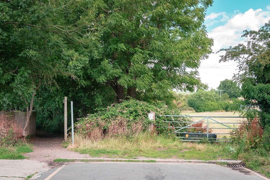 public footpath to oak trail