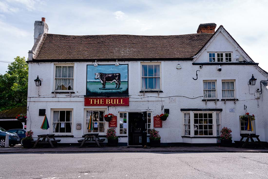 pubs in theydon bois