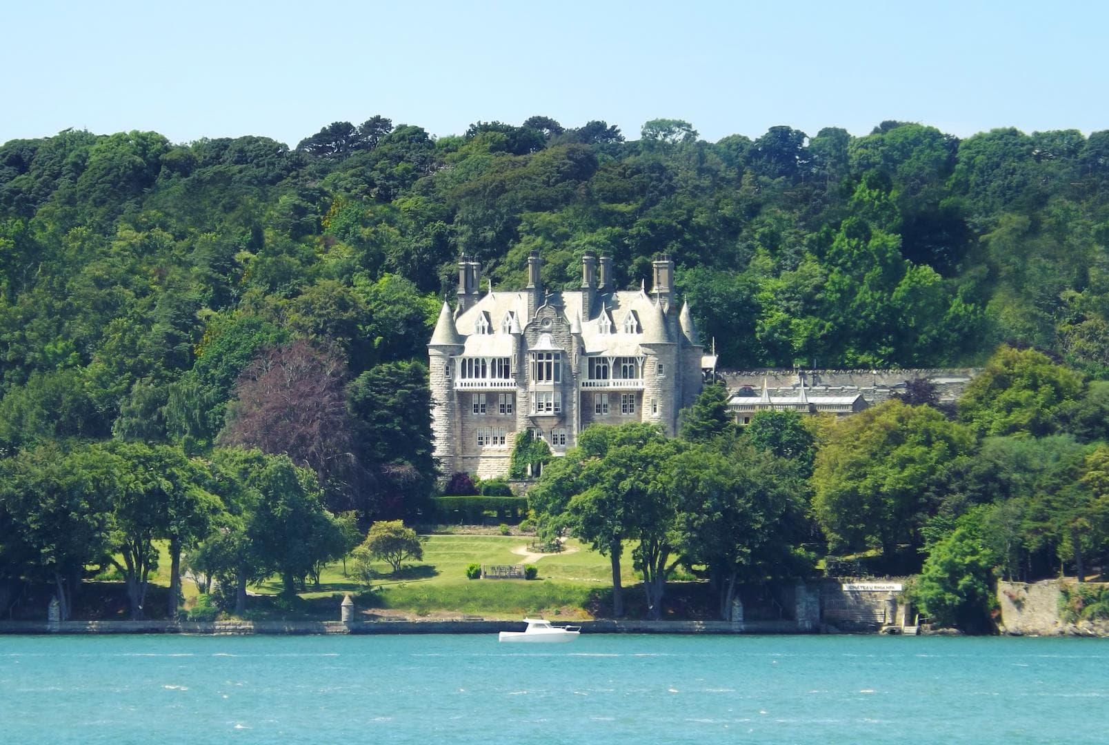 Chateau Rhianfa, Wales